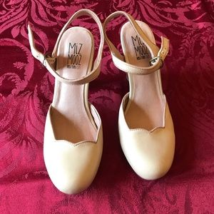 Nude leather Miz Mooz heels size 7